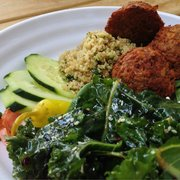 Green Vegetarian Cuisine at Pearl Brewery - Falafel plate. Loved it so much the first time I ate there that I've never ordered anything else. - San Antonio, TX, Vereinigte Staaten