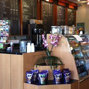 Bodi's Java Specialty Coffee House - Castro Valley, CA, États-Unis. Clean front counter