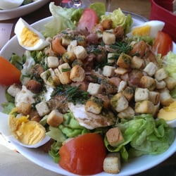 Salade oceane : saumon frais, oeuf,…
