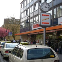 Comet-Markt & Taxistand vor der Praxis