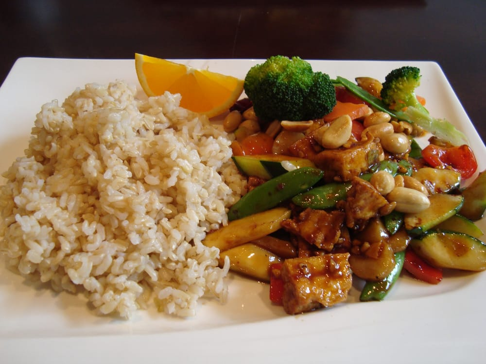 ... Kung Pao Tofu with brown rice (broccoli and carrots were added by my