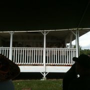 Kauai Community College Farmers' Market - Listening to Kapaa Middle School Choir and Ukelele Band - Lihue, HI, Vereinigte Staaten