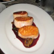 The Neptune Room - New York, NY, États-Unis. salmon w/sunchokes and red wine reduction