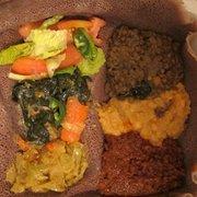 Chercher Ethiopian Restaurant & Mart - Veggie combo - Washington, DC, Vereinigte Staaten