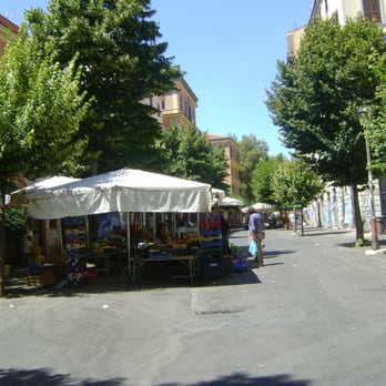 Il mercatino del pigneto pigneto roma foto yelp for Mercatino dell usato latina