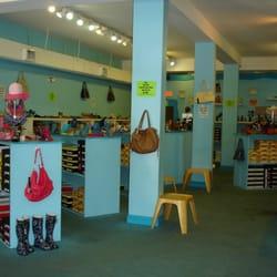 Shoe-Nami - New Orleans, LA, Vereinigte Staaten. store interior