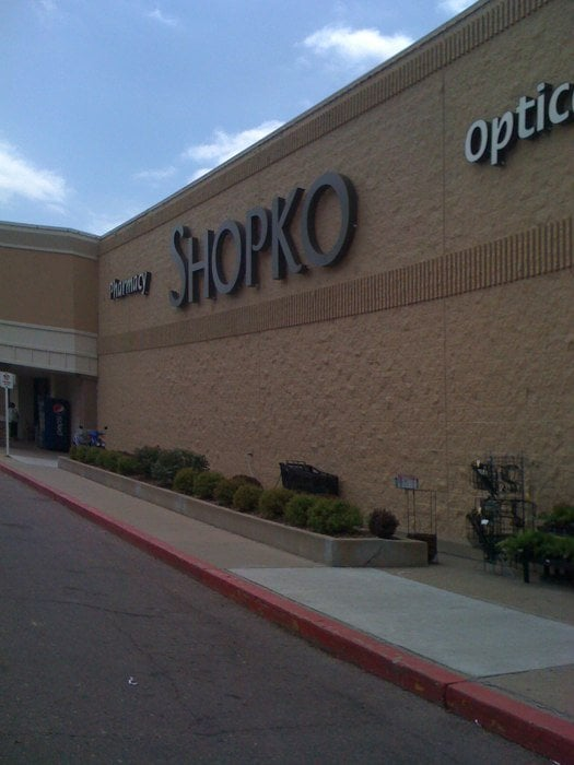 Lakeport Commons Shopping Center is located in Sioux City, Iowa and offers 54 stores - Scroll down for Lakeport Commons Shopping Center shopping information: store list (directory), locations, mall hours, contact and address. Address and locations: Sergeant Rd, Sioux City, Iowa - IA /5(2).