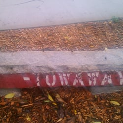 The Little Red Hen Community Garden - Repurposed curb-bench. - San Francisco, CA, Vereinigte Staaten