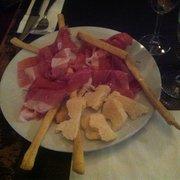 Peppone - Bordeaux, France. Assiettes de jambon parme et parmesan !!