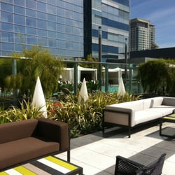 Ion Rooftop Pool Bar - View of the JW Marriott pool from the bar! - Los Angeles, CA, Vereinigte Staaten
