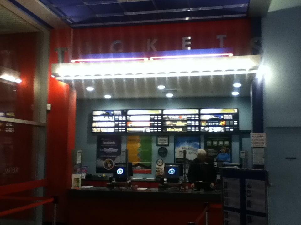 Augusta (ME) United States  city photos : Regal Cinemas Augusta 10 Augusta, ME, United States