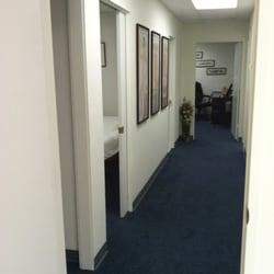 Jade Acupuncture Clinic - Tustin, CA, États-Unis. Hallway to treatment areas