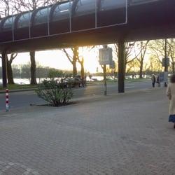 Eingang zur Messe von der Rheinseite aus