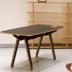 showroom L'EDITO - table TORO de Philippe RIEHLING