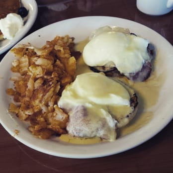 Irish benedict with a side of homefries