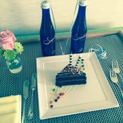 Trump International Beach Resort - Sunny Isles Beach, FL, États-Unis. Surprised with a birthday cake by the Hotel