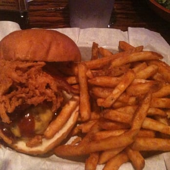 Dirty Birds - BBQ Burger with fries = YUM!!! - San Diego, CA, Vereinigte Staaten