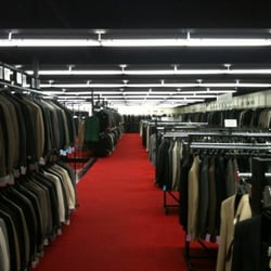 Syms clothing store locations. Women clothing stores