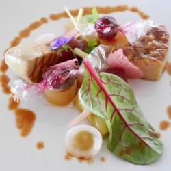 Le Saint James - Restaurant - Bouliac, Gironde, France. Foie gras des 'Landes' grillé au barbecue et en bonbons acidulés/Déclinaison de betteraves, rhubarbe et jus de canard concentré