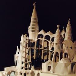 So war die Kirche von Gaudi geplant - so…