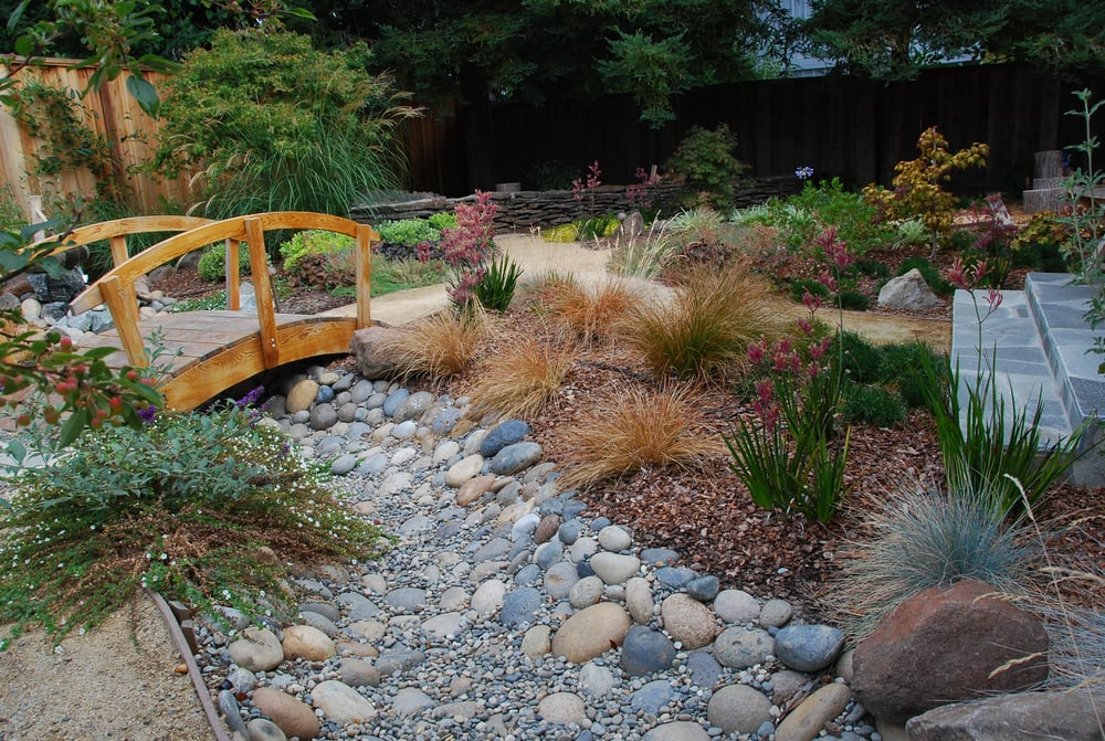 Japanese themed garden in palo alto featuring a wooden for Verdance landscape design