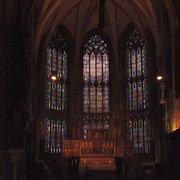 romanisch dunkel trotz gotischer Fenster