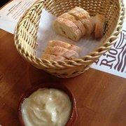 Aioli und Brot zum starten