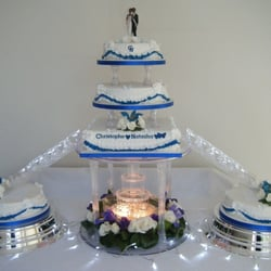 wedding cake with water fountain