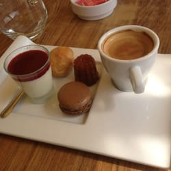 La Suite - Marseille, France. Café gourmand. Classique mais gourmand !