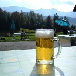 Ein Bier beim Gschwandtnerbauern.