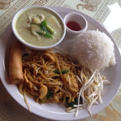 Green curry and pad thai lunch combo for Aroy thai cuisine menu