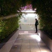 Ion Rooftop Pool Bar - Walkway to ION Pool Bar. - Los Angeles, CA, Vereinigte Staaten
