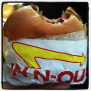In-N-Out Burger - Single animal style. - Mountain View, CA, Vereinigte Staaten