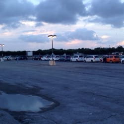 Cell Phone Lot - Kenner, LA, États-Unis. Hang out with the cabbies