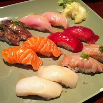 Zushi Puzzle - San Francisco, CA, États-Unis. Random assortment of nigiri picked out by me