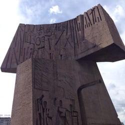 Nunca entendí estos monumentos tan feos.