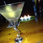 Luther's - While there, we experienced a storm & power outage, we had Martinis by candlelight. Very romantic! - Beaufort, SC, Vereinigte Staaten