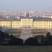 Schloss Schönbrunn im Winter (Blick von…