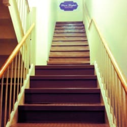 Shiva Shakti Yoga Center - head up the stairs and go for it! - Waltham, MA, Vereinigte Staaten