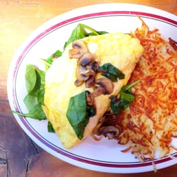 Spinach Omelette with tomatoes and no cheese. :)