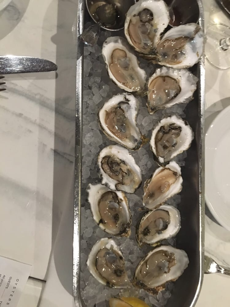 Oysters yelp for Izzys fish and oyster