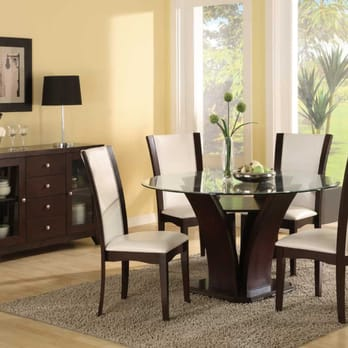 New World Class Furniture - San Leandro, CA, United States. Enjoying Daisy Dining!