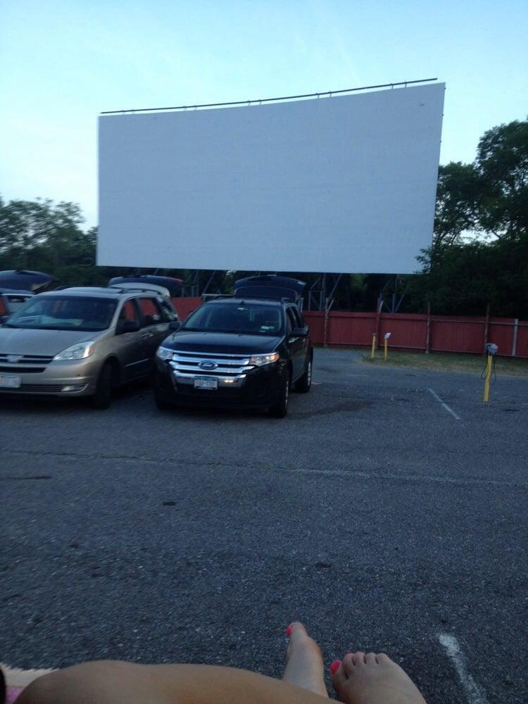 Wellfleet drive in theatre flea market bioscoop for Drive in bioscoop