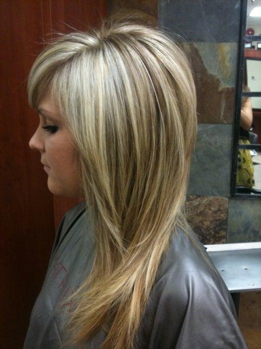 Прическа на средние мелированные волосы