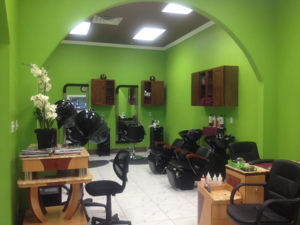 Spacipus hair nail area with modern salon equipment for Modern salon stations
