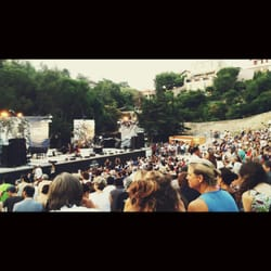 Théâtre Silvain - Marseille, France. Merveilleux théâtre de verdure plein à craquer hier pour Jazz des cinq continents
