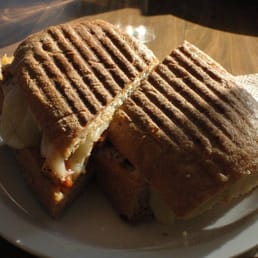 Cinderella Bakery & Cafe - San Francisco, CA, États-Unis. turkey with cheese and roasted red pepper panini
