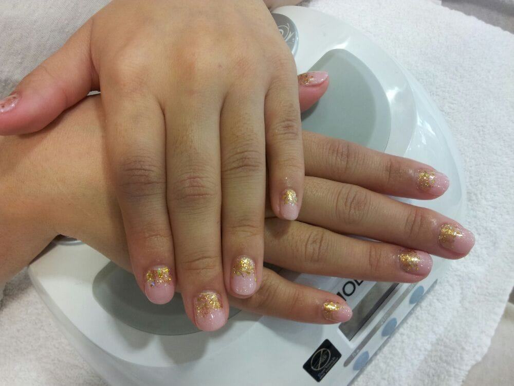 Gel manicure. Last very long. By molly very natural on ur real