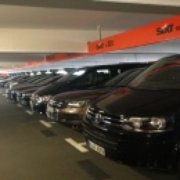Sixt Autos im Parkhaus am Flughafen…