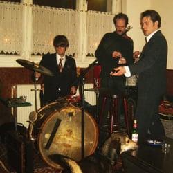 spontanous concert in troedler...